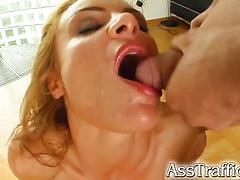 Bubble-assed Bonnie pleases four strong guys in a foursome