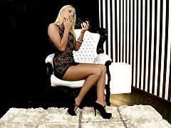 Blonde in fashionable heeled shoes masturbates nicely in the closeup scene